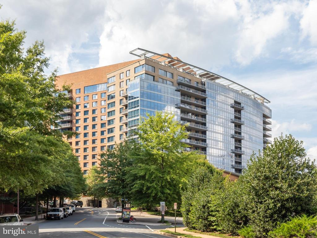 2001 15th St N #318, Arlington, VA 22201