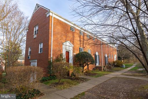 1909 N Quaker Ln, Alexandria, VA 22302