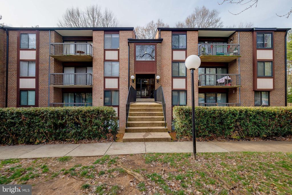 9708 Kingsbridge Dr #103, Fairfax, VA 22031