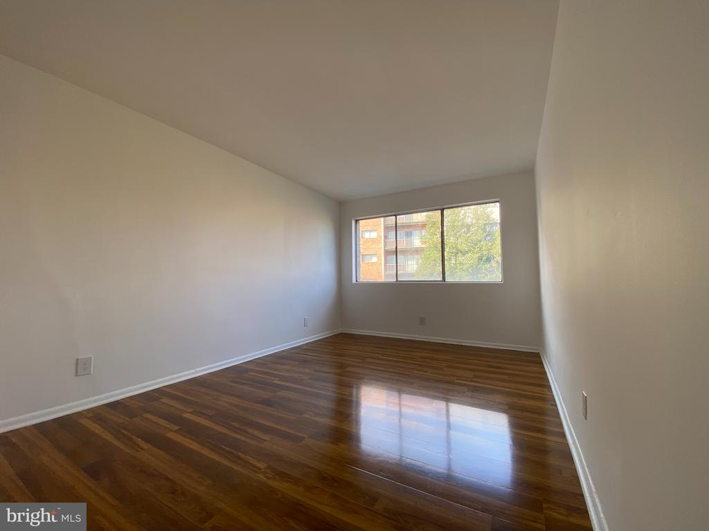 Photo of 5801 Quantrell Ave #311