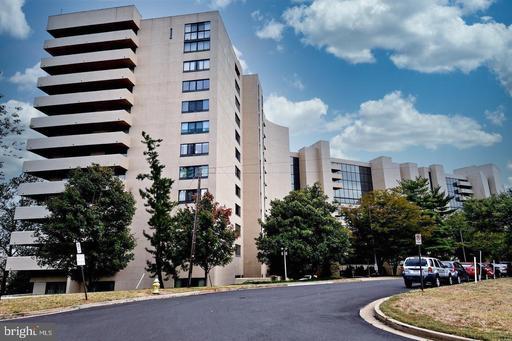 1101 S Arlington Ridge Rd #813, Arlington, VA 22202