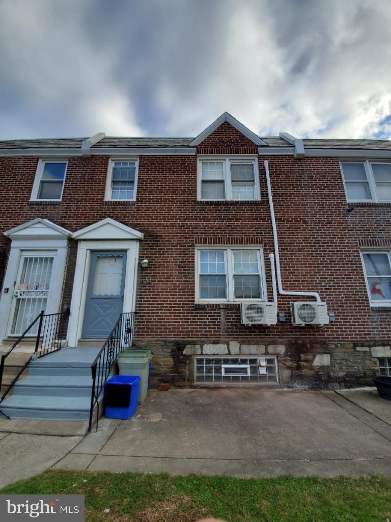 7233 Erdrick Street Philadelphia, PA 19135