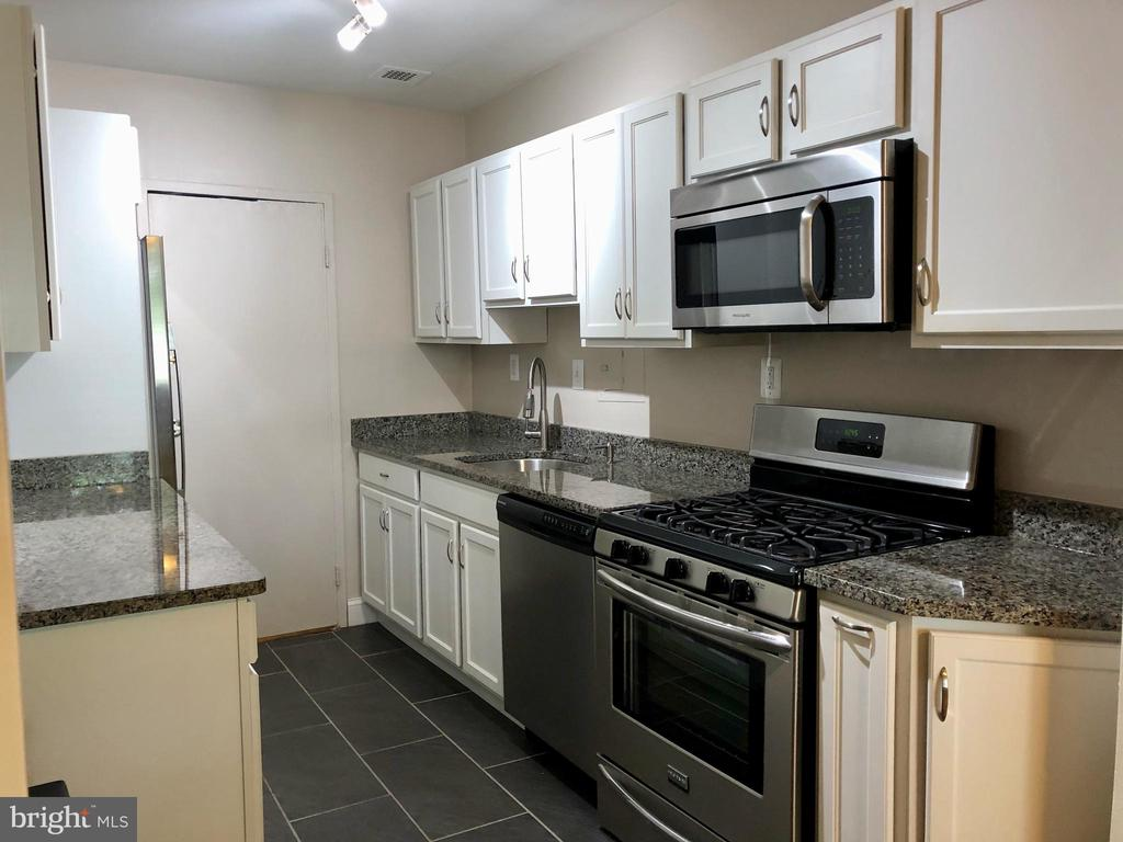 Photo of 6621 Wakefield Dr #106