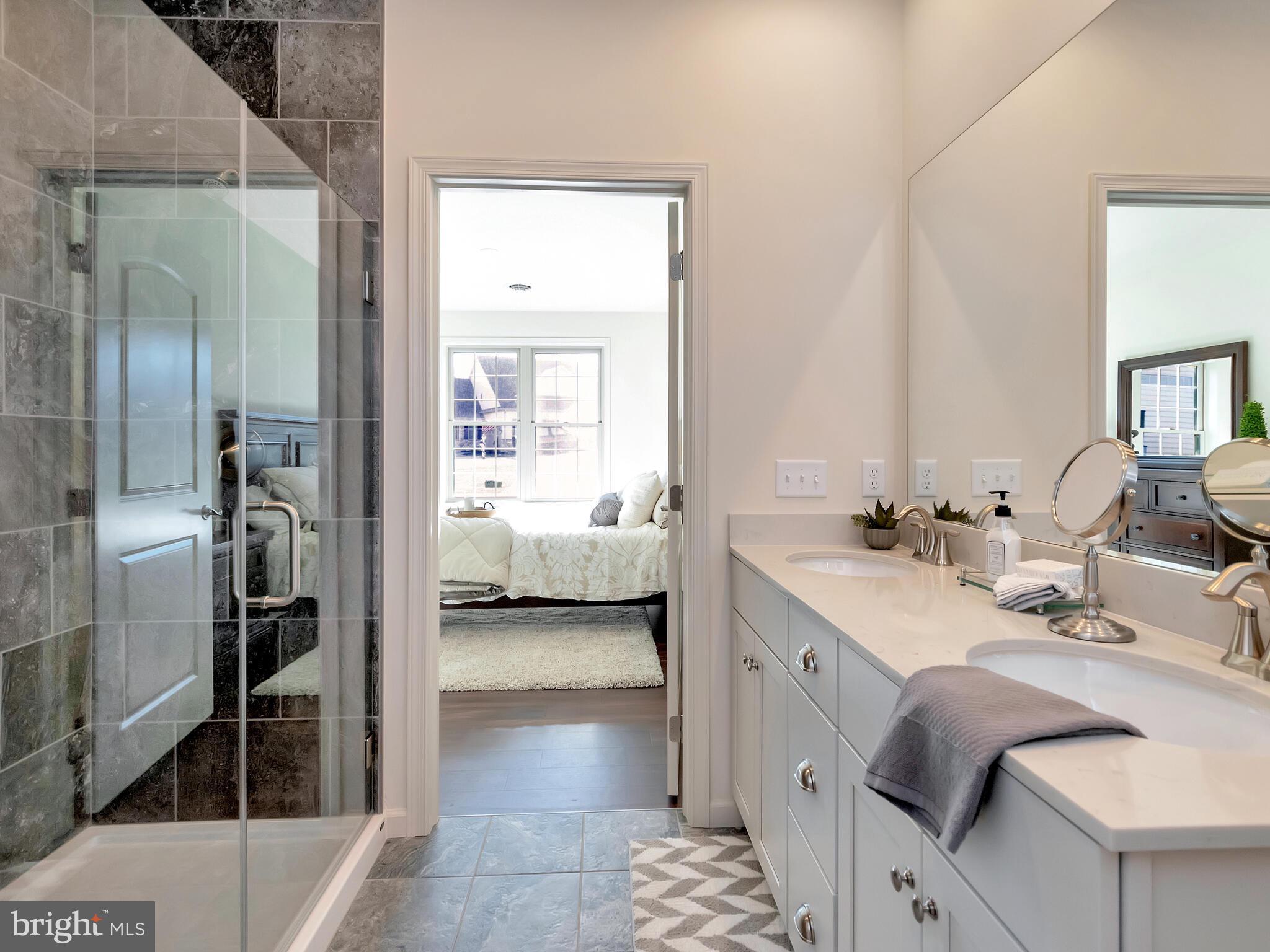Main bath w/tile shower
