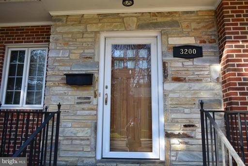 3200 Russell Rd, Alexandria, VA 22305