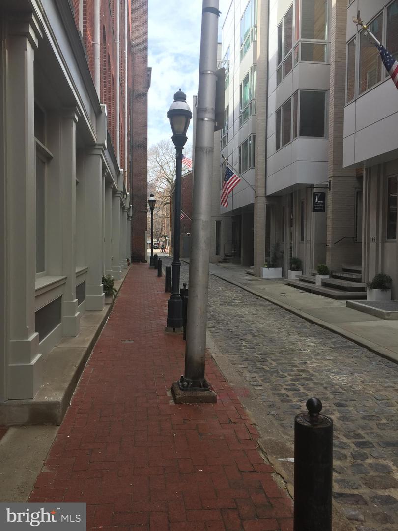 102 Church Street UNIT #408 Philadelphia, PA 19106