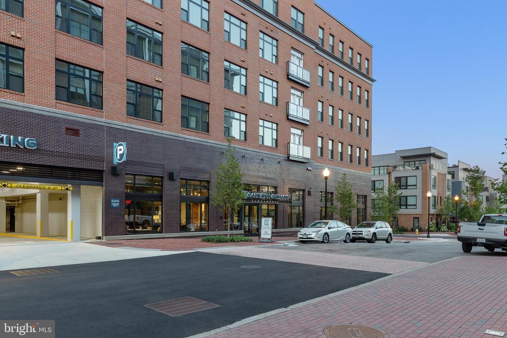 Photo of 5555 Cardinal Place