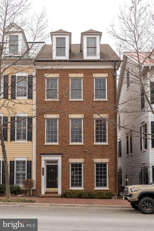 1762 Potomac Greens Dr, Alexandria, VA 22314