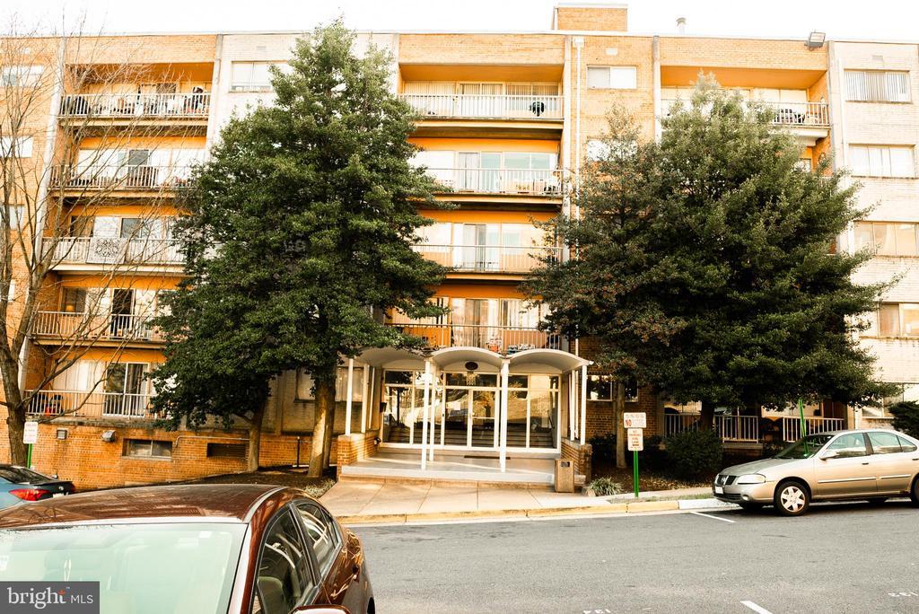 5801 Quantrell Ave #104, Alexandria, VA 22312