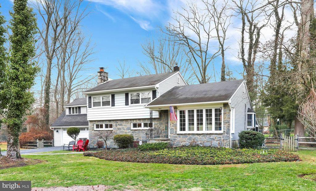 12 BERKLEY DR, Yardley PA 19067