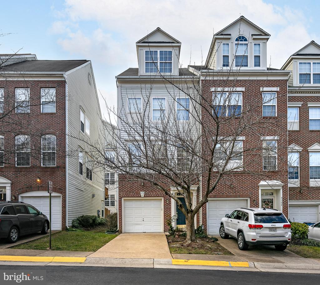 5310 Chieftain Cir, Alexandria, VA 22312