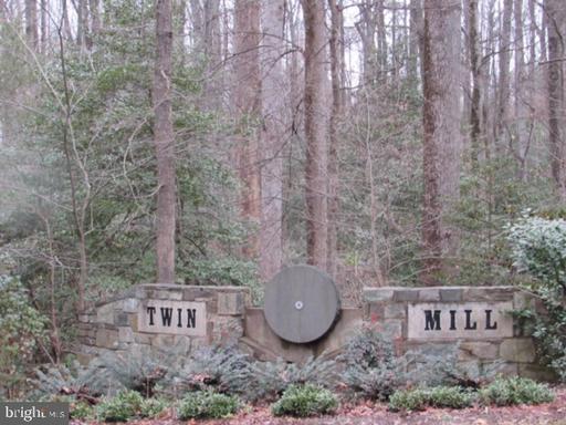 2113 Twin Mill Ln Oakton VA 22124