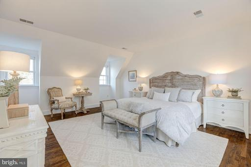 903 Countryside Ct, McLean 22101