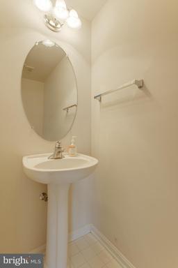 5112 Village Fountain Pl Centreville VA 20120