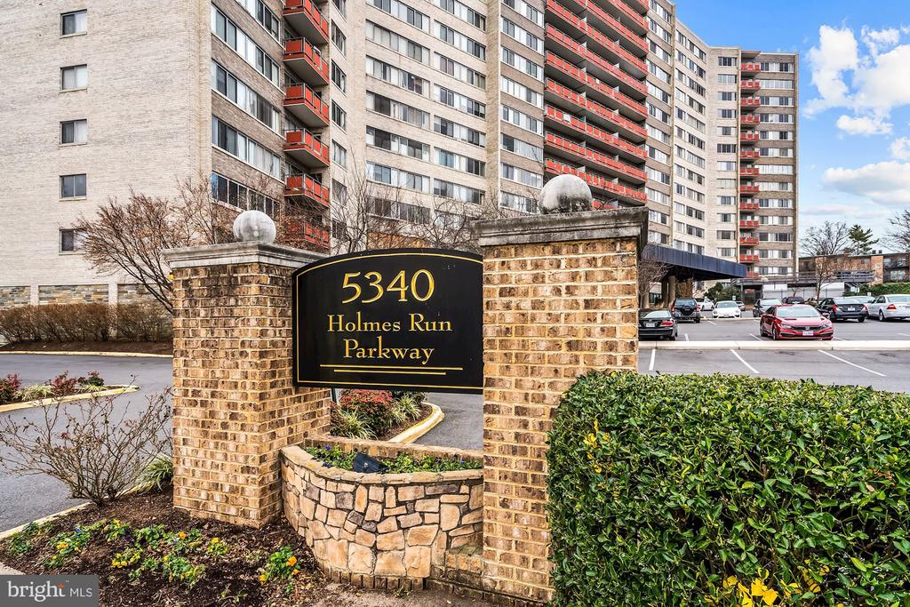 Photo of 5340 Holmes Run Pkwy #214