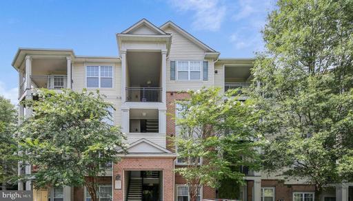 12148 Garden Grove Cir #102, Fairfax, VA 22030