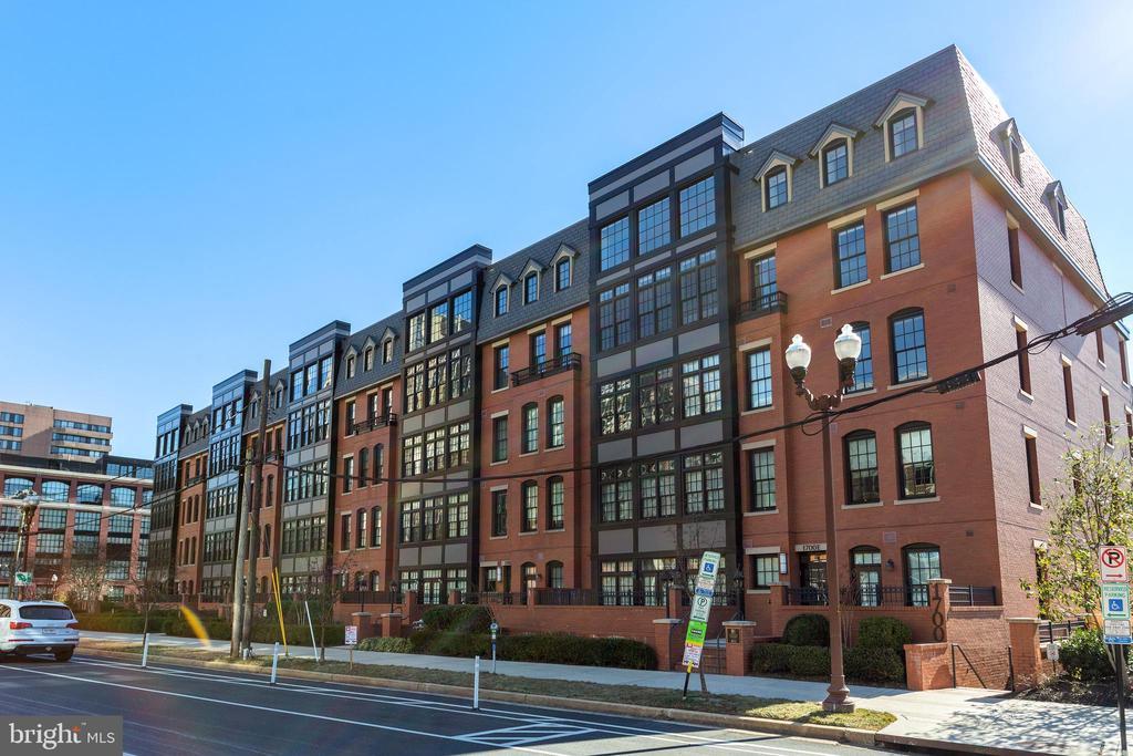 Photo of 1700 Clarendon Blvd #157