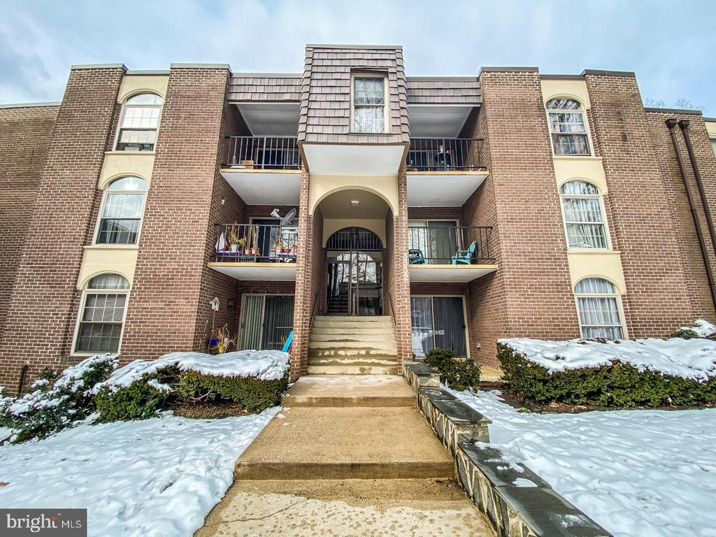 Photo of 3332 Woodburn Village Dr #33