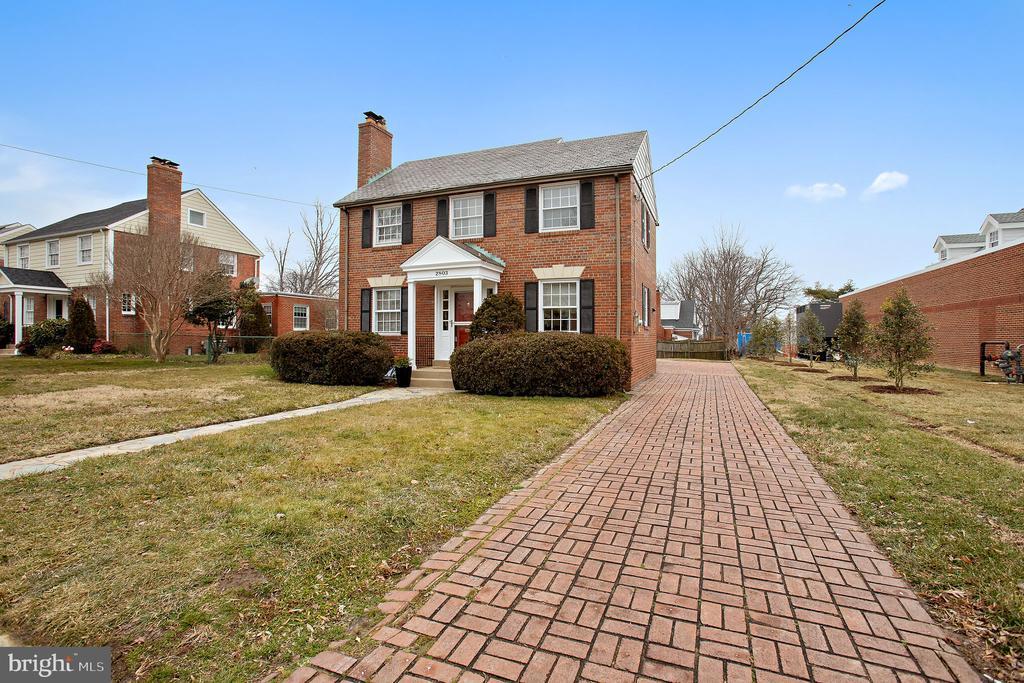 2803 Cameron Mills Rd, Alexandria, VA 22302