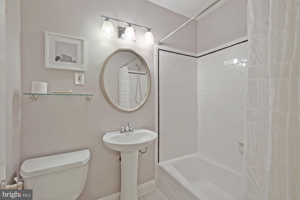 Photo of 402 Commonwealth Ave #206