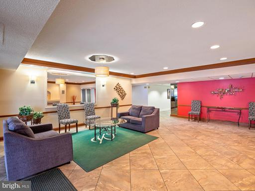5250 Valley Forge Dr #806, Alexandria 22304