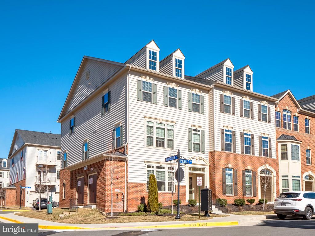 Light filled condo with vaulted ceiling in an open concept floor plan. Kitchen is well appointed with granite counters, stainless steel appliances, a breakfast bar overlooking the dining and family room. Master suite features a walk in closet and ensuite bath with oversized shower. Enjoy the outdoor amenities including walking paths, community pool, tennis and basketball courts and sports fields. Close to shops, restaurants, public library and hospital. Easy access to commuter routes and Dulles airport.  View Tour https://vimeo.com/517141029