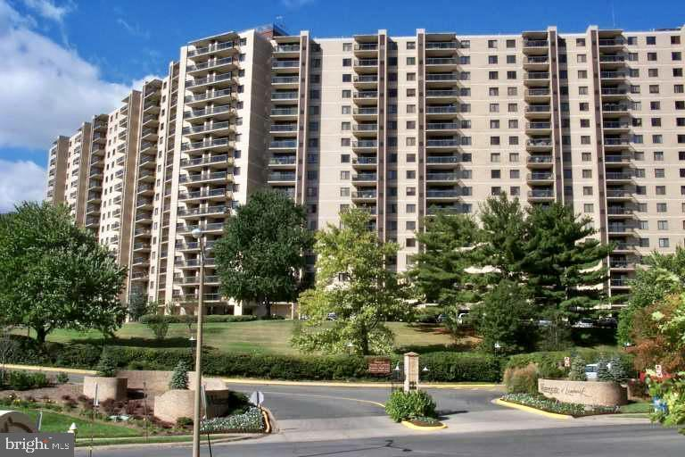 Photo of 205 Yoakum Pkwy #1112