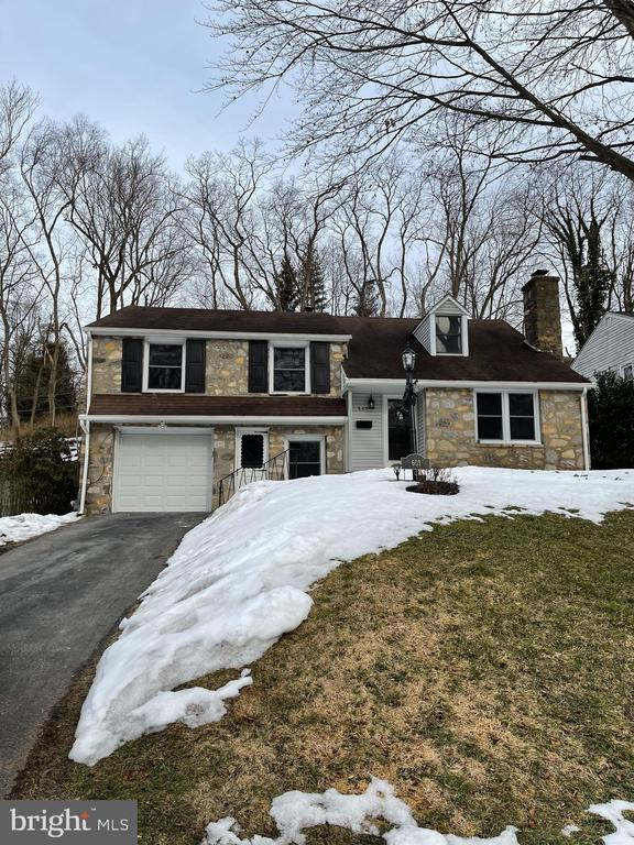 Welcome to this 4 bedroom, 3 bathroom split home with open 1st flr layout, well maintained interior and exterior.   It is walkable to Bala Cynwyd elementary/Middle school in Lower Merion School District , easy  access to route 76,shops, Bala Train Station, and the Cynwyd Heritage Trail.