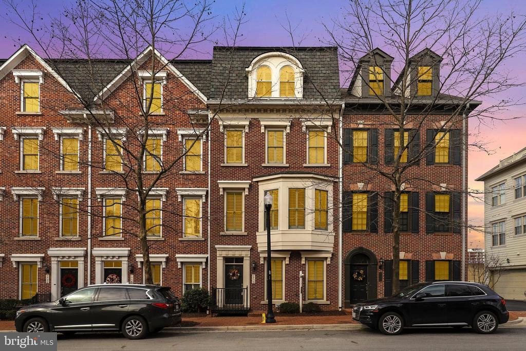 1730 Potomac Greens Dr, Alexandria, VA 22314