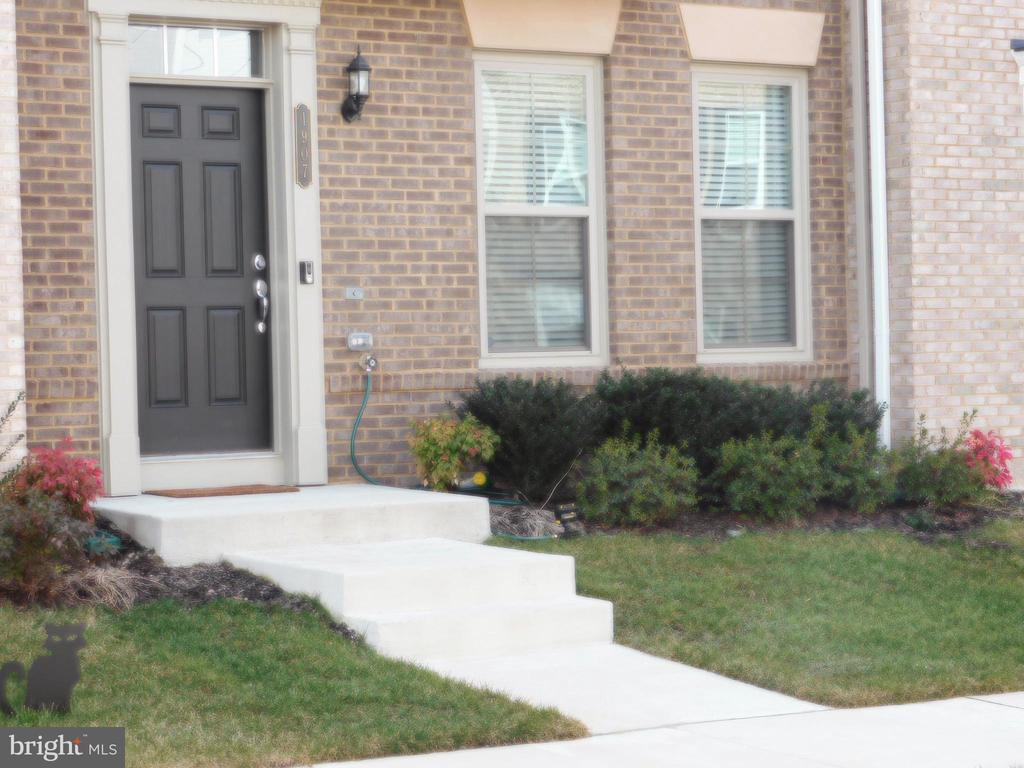 Stop looking!  This luxurious town home located in Potomac Shores features 3 bedrooms and 2.5 bathrooms with finished basement which includes rough ins for an additional .5 bath.  More than 1600 sqft of living space located close proximity to the golf course.  The first floor features hardwood floors and open concept with a gorgeous gourmet kitchen making it a perfect area to have engaging conversation with family and friends while preparing your favorite meal.  Lots of natural light in your kitchen and dinning area making the room feel lively and vibrant.  When the day has come to an end retreat to your primary bedroom with beautiful bathroom with large shower.  No need to be concerned with carrying your laundry down to the basement, this lovely home has upper level laundry room just off the primary bedroom. Love to be outdoors, well this home has a deck just off the den perfect for enjoying your morning coffee to get you ready to tackle your day. This home is under two years old and is move in ready. Close to Potomac Mills, restaurants,  Rt1, I-95,  Marine Corps Base Quantico, as well as, Fort Belvoir Army Installation.  It won't last long. Schedule a showing now!