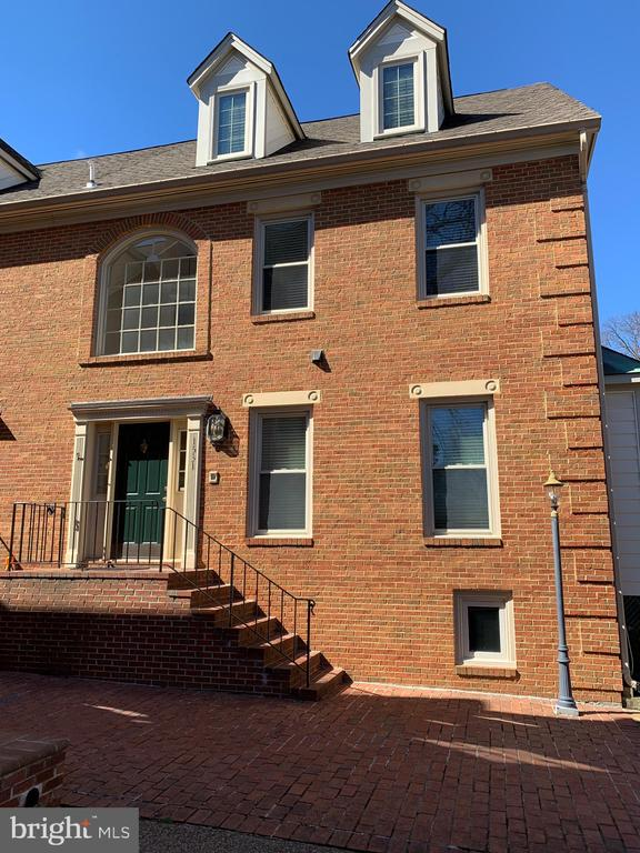 1531 Cedar Ave, McLean, VA 22101
