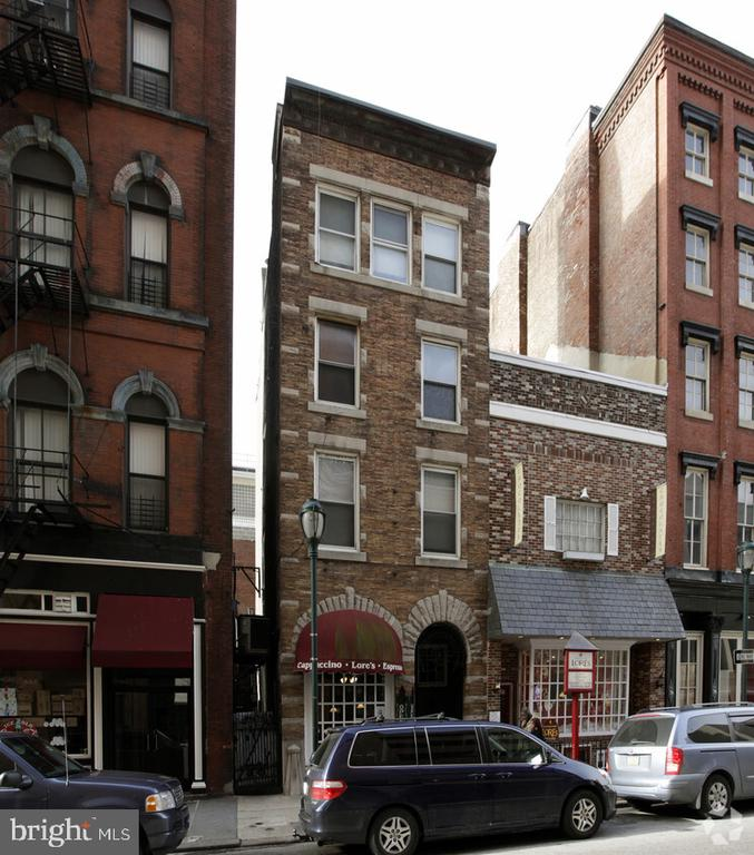 900 Square Feet of retail / office space located just off of Jeweler's Row in Center City, Philadelphia. This space, formerly occupied by Blue Mountain Vineyards, features a front retail/sales section and a back storage room that can also be used for separate private dining or office space.