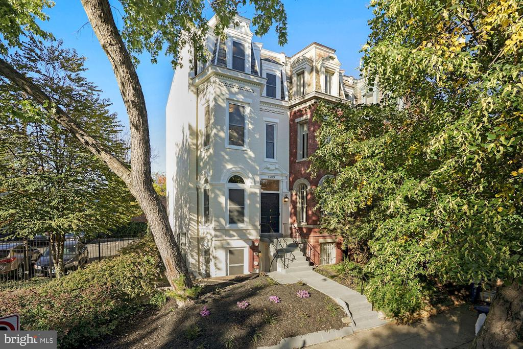 Open House this Saturday, 4/3 from 2-4 PM. Located in the heart of Dupont this extraordinary 3 bedroom, 3 bathroom penthouse offers the definition of luxurious living . Also included is a private deck and secure parking. This home is crafted with the greatest attention to detail which can be seen in the striking kitchen which includes a suite of high-end appliances, waterfall island, and an open flow to the spacious dining room. The detail continues as you make your way upstairs to two gorgeous bedrooms with ensuite bathrooms. With expert craftsmanship and timeless design, this is a masterpiece you won't want to miss! The location also offers an impressive array of restaurants including Le Diplomate & Barcelona Wine Bar as well as boutiques, fitness studios and grocery stores all within walking distance.