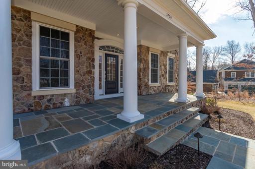 5790 Fox Chapel Estates Dr Fairfax VA 22030