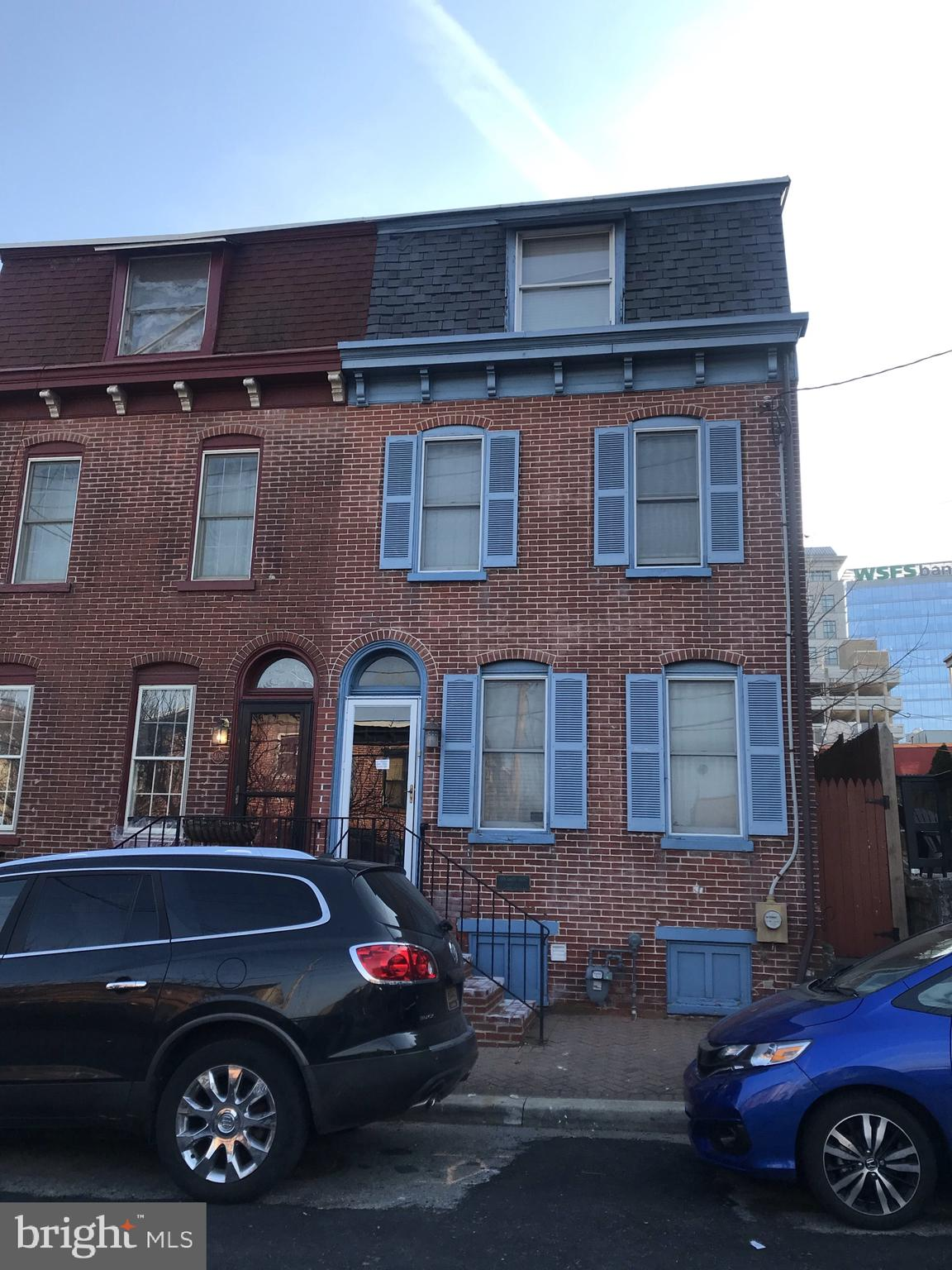 Great 2-bedrm,2 ba.,3-story T/H in the heart of Mid-town Brandywine. This home has a ton of class & character & is within walking distance to the primary business district, & beautiful Brandywine Park. The 1st floor offers an ample kitchen, dining room, & living room. The 2nd floor offers a family room or office, as well as a large full bath and bedroom. The 3rd floor makes up the master suite and is complimented nicely by a 3rd floor balcony that overlooks the Wilmington skyline. Put this home on your tour and you will not be disappointed!