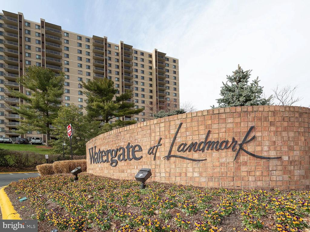 Photo of 203 Yoakum Pkwy #1112