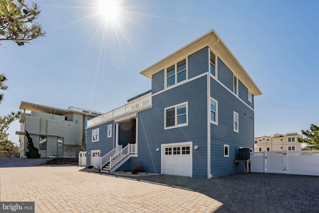 1049B Long Beach Blvd., North Beach