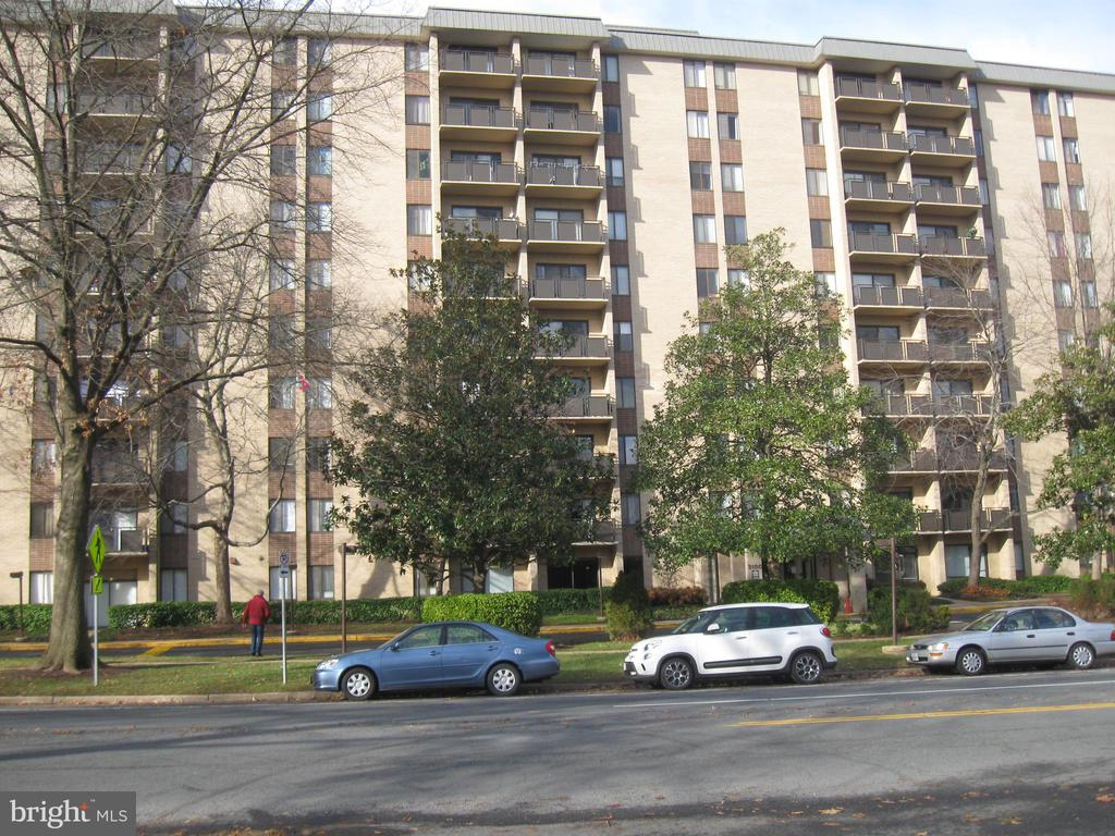 3100 S Manchester St #911, Falls Church, VA 22044