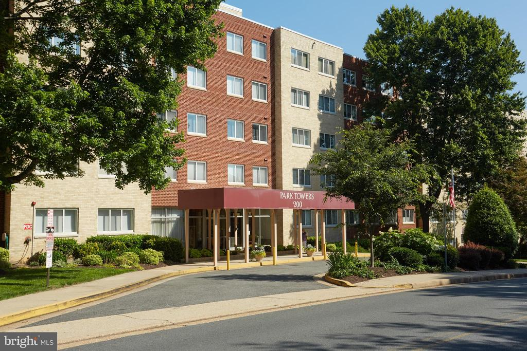 200 N Maple Ave #510