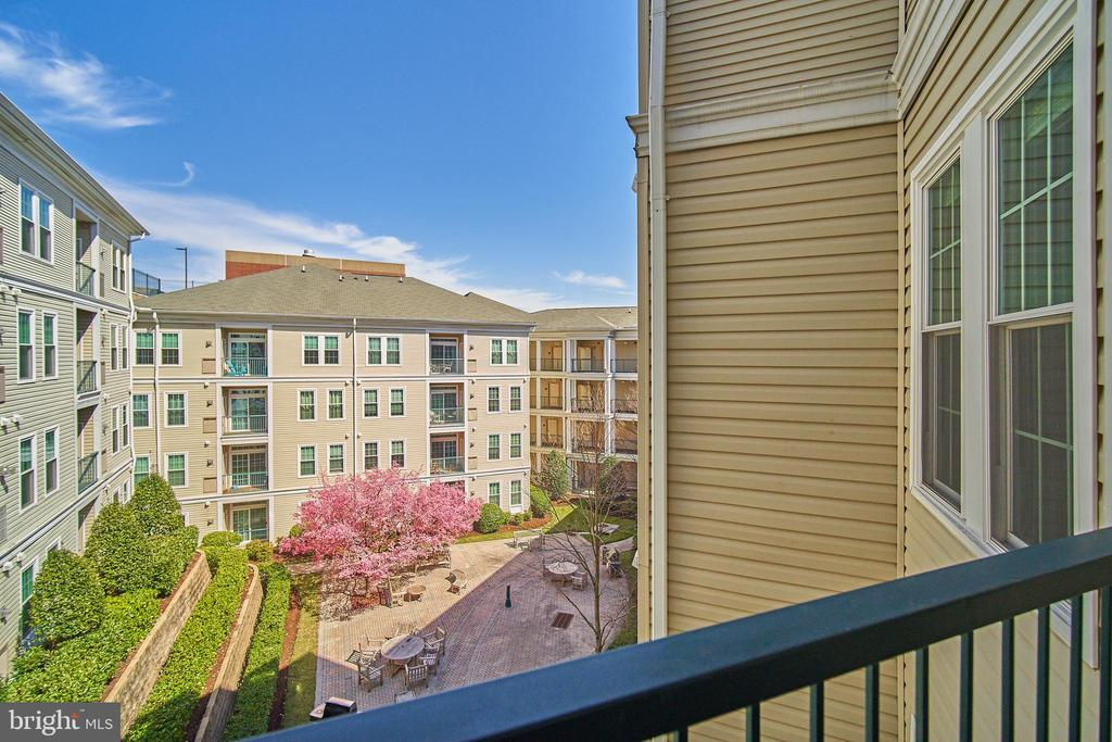Photo of 2465 Army Navy Dr #1-308