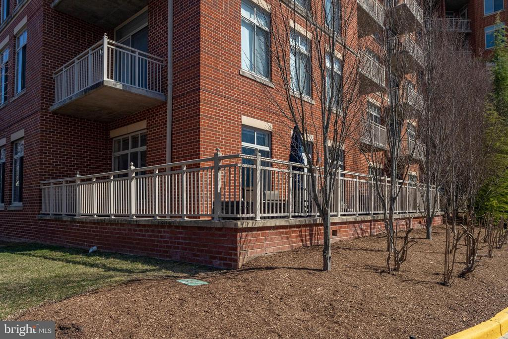 4490 Market Commons Dr #109