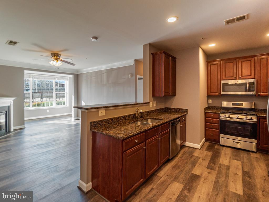 Excellent location! Conveniently located in Downtown Fredericksburg minutes from VRE, restaurants, shops, parks and more,  everything you need is just a quick walk away. Brand new flooring, new tile, new kitchen range and new paint all in this spacious 2 bedroom/2 full bath condo.  Enjoy outdoor grilling, pool, fitness center and much more!!