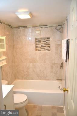 5250 Valley Forge Dr #216, Alexandria 22304