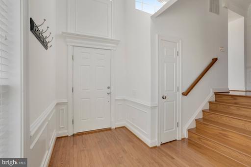 25494 Hopton House Ter Chantilly VA 20152