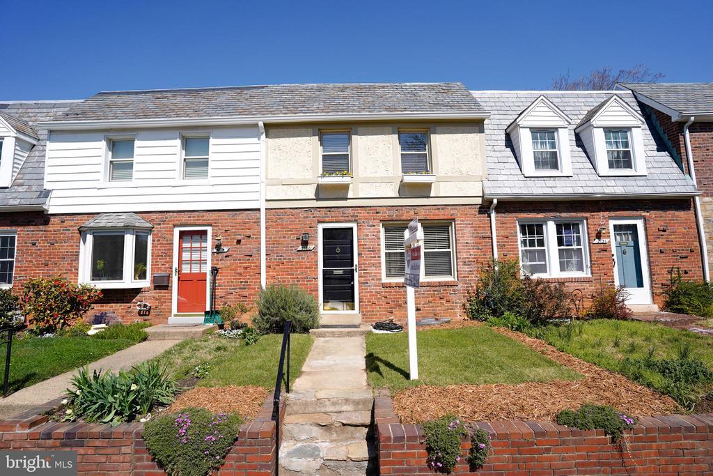 2133 N Brandywine St, Arlington, VA 22207