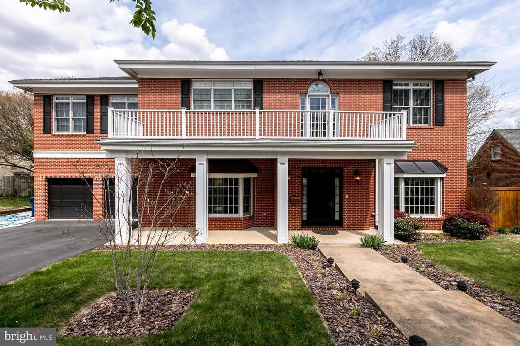 317 Crown View Dr