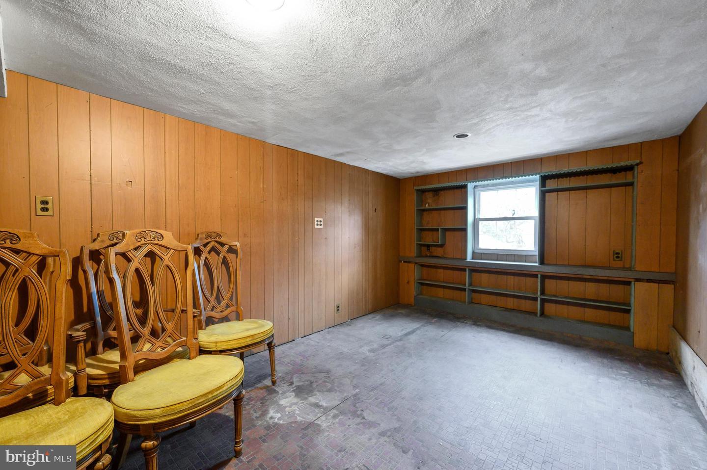 634 Woodland Drive Havertown , PA 19083
