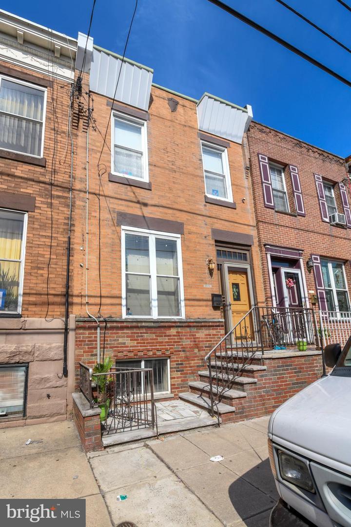 2536 S 15th Street Philadelphia, PA 19145