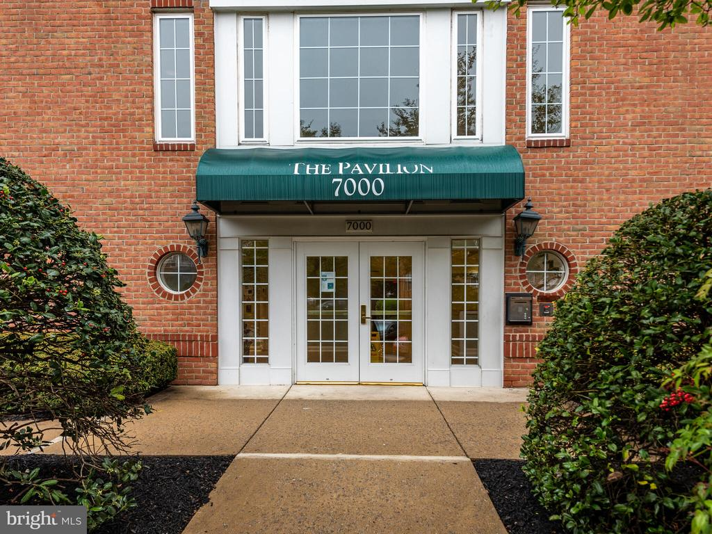 7000 Falls Reach Dr #205, Falls Church, VA 22043