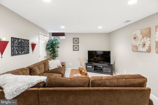 5200 Knoughton Way Centreville VA 20120